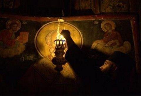 ΑΠΙΣΤΕΥΤΟ!!! Καντήλι στο Άγιο Όρος κουνιέται μόνο του!!! Τι λέει η επίσημη ανακοίνωση της Ιεράς Σκήτης;;;