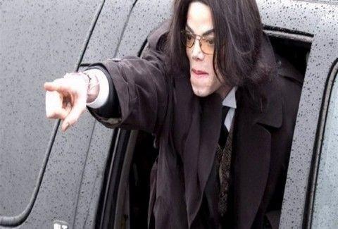 ΣΟΚ! Ο Michael Jackson ΖΕΙ;;; (VIDEO)