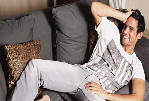 Αυτή είναι η φωτογραφία που θα θέλει σίγουρα να ΚΑΨΕΙ ο Δημήτρης Ουγγαρέζος! Πόσο ΚΑΓΚΟΥΡΑΣ στην εφηβεία;;;