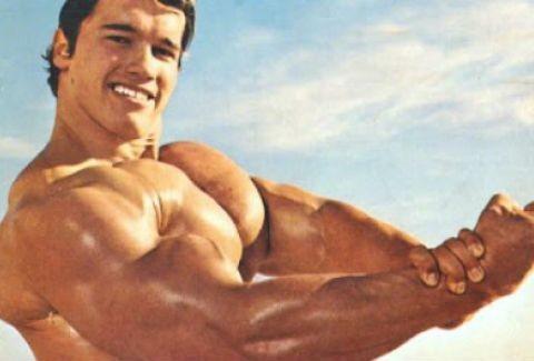 Αυτός είναι ο γιος του Arnold Schwarzenegger που θέλει να φτιάξει το σώμα του πατέρα του!!! (PHOTOS)