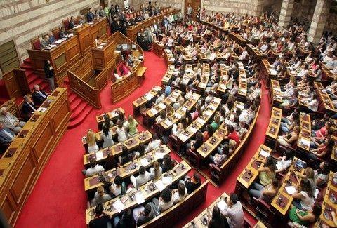 Αγριο βρίσιμο στη Βουλή!  Παρα λίγο να πέσει ΞΥΛΟ ανάμεσα σε Χρυσή Αυγή και Σύριζα!!! (VIDEO)