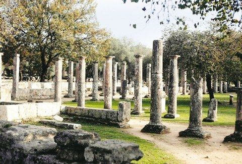 ΤΡΑΓΙΚΟ! Γυμνοί τουρίστες προσπάθησαν να μπουν στην Αρχαία Ολυμπία για να....