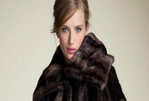 ΣΑΛΟΣ! Αυτό είναι το παλτό που κοστίζει 100 χιλιάδες ευρώ!!! (PHOTO)