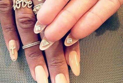 OYAOY!!! Νέα μόδα από ΠΑΣΙΓΝΩΣΤΗ STAR!!! DIAMONDS στα νύχια!!!