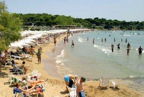 ΣΟΚ στην παραλία της Βουλιαγμένης: 30χρονος κολυμβητής ΔΙΑΜΕΛΙΣΤΗΚΕ από ταχύπλοο!