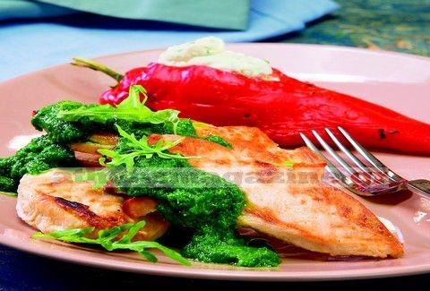 Κοτόπουλο ψητό με σάλτσα ρόκας και γεμιστές πιπεριές Φλωρίνης!