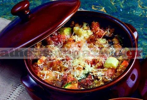 Γιουβέτσι  λαχανικών με ξινόχοντρο τραχανά