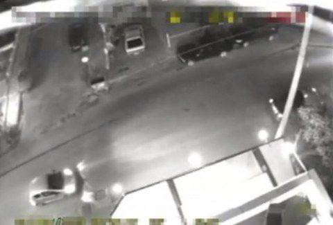 Αυτή είναι η στιγμή της εκτέλεσης των δυο Χρυσαυγιτών!!! (VIDEO)