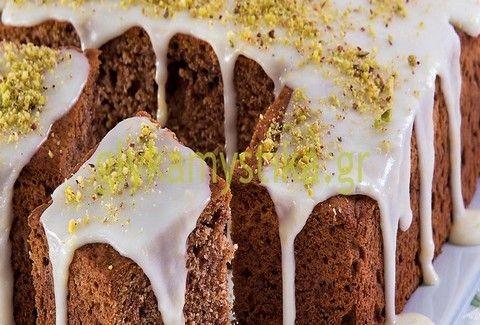 Κέικ με φιστίκια Αιγίνης & γλάσο λεμονιού