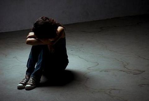 ΑΡΡΩΣΤΑ ΚΤΗΝΗ! 14χρονη βιαζόταν συστηματικά από 51χρονο υπό τις ευλογίες της... μητέρας της!!!