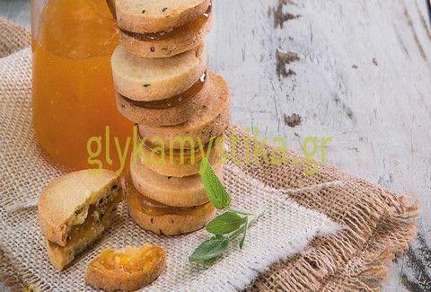 Μπισκότα φασκόμηλου γεμιστά με μαρμελάδα βερίκοκου
