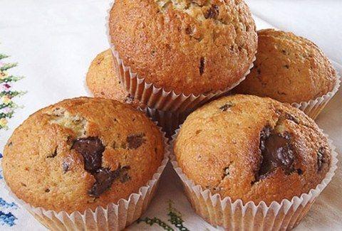 Θέλετε λαχταριστό γλυκάκι;;; Ορίστε η πιο εύκολη συνταγή για κεκάκια με σοκολάτα!!!