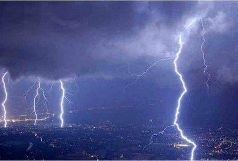 ΠΑΝΙΚΟΣ: Ηδη βρέχει και έχουμε τις πρώτες ΠΛΗΜΜΥΡΕΣ.... Σε ποιες περιοχές θα χτυπήσει η ΚΑΚΟΚΑΙΡΙΑ αργά το βράδυ;;;