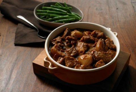 Να τι να μαγειρέψετε την Κυριακή! Μοσχαράκι με κόκκινο κρασί και λαχανικά!