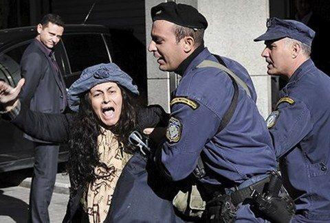ΤΙ ΛΕΣ ΤΩΡΑ! Η Ελένη Λουκά ΠΡΩΤΟ ΘΕΜΑ στον Guardian!!! (PHOTO)