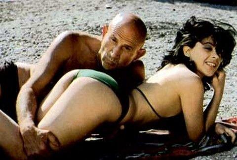 Δώστε... τσόντα στο λαό! Η ιστορία της -cult- ελληνικής πορνοβιομηχανίας & οι ταινίες- σταθμοί! (PHOTOS)