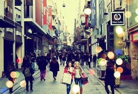 Ανοιχτά μέχρι τις 11 το βράδυ τα καταστήματα στην Αθήνα! Σήμερα η λεγόμενη