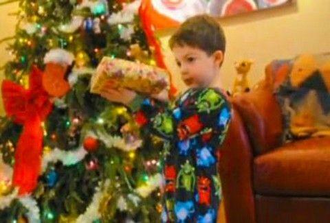 ΠΟΛΥ ΓΕΛΙΟ!!! ΔΕΙΤΕ τις ΞΕΚΑΡΔΙΣΤΙΚΕΣ αντιδράσεις των παιδιών όταν το δώρο δεν είναι αυτό που περιμένουν! (VIDEO)