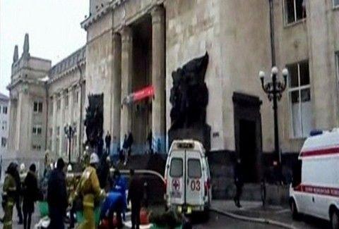 ΣΟΚΑΡΙΣΤΙΚΟ ΒΙΝΤΕΟ: Γυναίκα καμικάζι επιτέθηκε σε σιδηροδρομικό σταθμό της Ρωσίας και παρέσυρε στον ΘΑΝΑΤΟ 18 άτομα!!!
