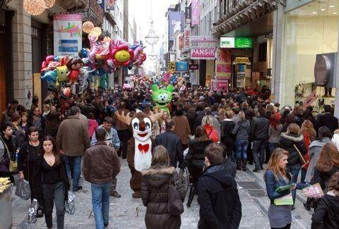 Εορταστικό ωράριο: Μέχρι τι ώρα θα είναι ανοιχτά τα μαγαζιά σήμερα για όσους θέλουν να ψωνίσουν τα δώρα της τελευταίας στιγμής;