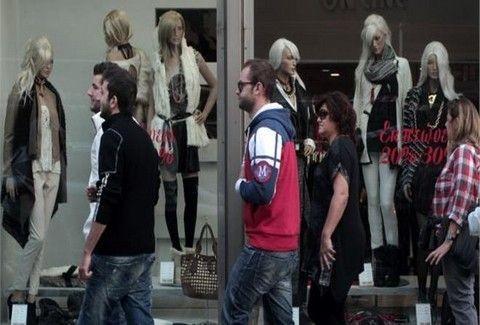 Τα ψώνια της τελευταίας στιγμής! Σε ποιες πόλεις της χώρας θα είναι ανοιχτά σήμερα τα καταστήματα;;;