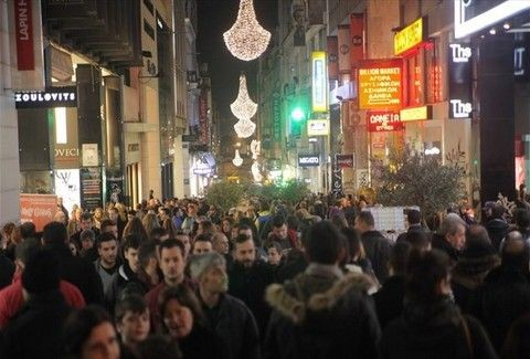 H «Λευκή νύχτα»... έδειξε το δρόμο:  Σκέψεις για διεύρυνση των ωραρίων λειτουργίας των καταστημάτων