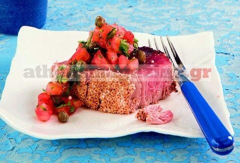 Φιλέτα τόνου με σουσάμι και μεσογειακή σαλάτα!