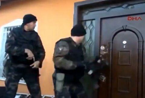 ΔΕΝ ΥΠΑΡΧΕΙ! Τούρκοι κομάντος προσπαθούν να μπουκάρουν ΜΑΤΑΙΑ σε σπίτι!!! Δείτε την ΞΕΚΑΡΔΙΣΤΙΚΗ επιχείρηση της αστυνομίας