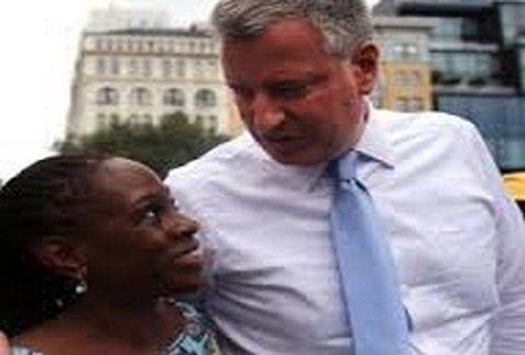Τελικά δεν γίνονται μόνο στην Ελλάδα!! - Ο δήμαρχος της Νέας Υόρκης διόρισε ως ταμία τη...γυναίκα του!!! (PHOTOS)