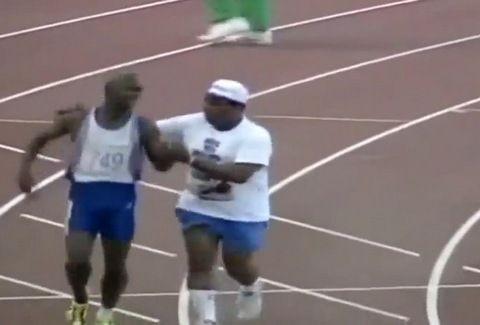 Το ΣΥΓΚΛΟΝΙΣΤΙΚΟΤΕΡΟ VIDEO όλων των εποχών!!! Η δύναμη ψυχής του αθλητή και η αγάπη του πατέρα...! (ΘΑ ΣΑΣ ΚΑΝΕΙ ΝΑ ΔΑΚΡΥΣΕΤΕ)