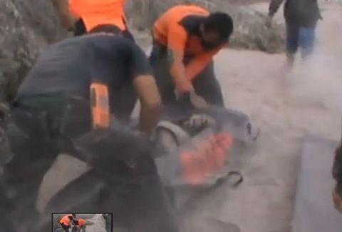 ΕΙΚΟΝΕΣ - ΣΟΚ! Δείτε το ΣΥΓΚΛΟΝΙΣΤΙΚΟ video από την έκρηξη ηφαιστείου στο νησί Σουμάτρα της Ινδονησίας...!!!