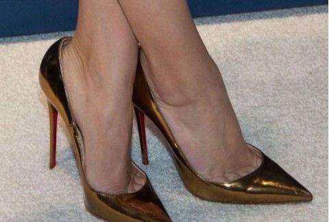 Χρυσά γοβάκια: Η νέα ΤΑΣΗ και πώς θα τα φορέσεις ΣΩΣΤΑ! (PHOTOS)
