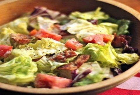 Τι θα φάμε σήμερα; Νόστιμη και δροσερή κοτοσαλάτα με μπέικον!