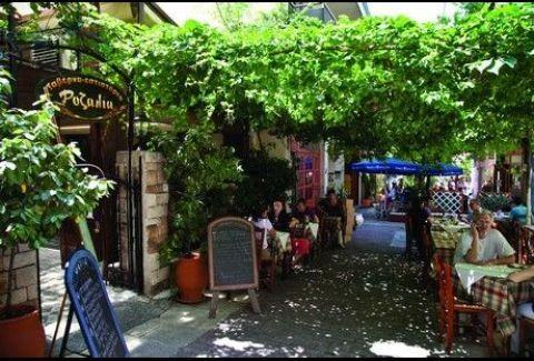 Ροζαλία: Η πιο... νόστιμη αυλή των Εξαρχείων!