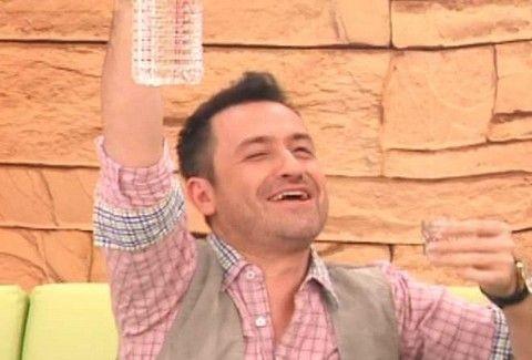 Συμφωνείτε; Αυτή είναι η πιο ΑΣΤΕΙΑ ΣΤΙΓΜΗ στην Ελληνική Τηλεόραση τα τελευταία χρόνια! (VIDEO)