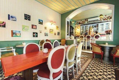 TOP 5: Τα καλύτερα... χειμωνιάτικα cafe της Αθήνας, για να βλέπεις το χιόνι συντροφιά με ζεστή σοκολάτα!