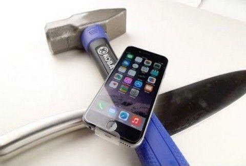 CRASH TEST: iPhone 6 εναντίον..ΣΦΥΡΙΟΥ και ΜΑΧΑΙΡΙΟΥ! Αντέχει το κινητό; (VIDEO)