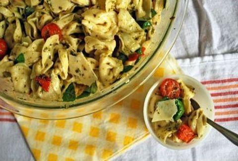 Πεντανόστιμη! Σαλάτα με τορτελίνια και ντοματίνια!