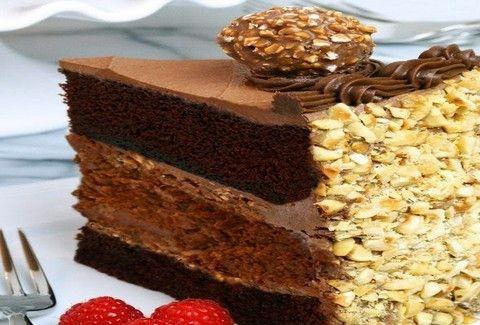 Τριπλό κέικ φουντουκιού με μερέντα! Δείτε την