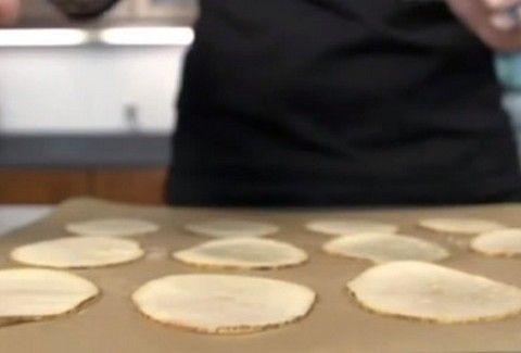 Φοβερό! Φτιάξε σε 5 λεπτά τα πιο νόστιμα ΣΠΙΤΙΚΑ chips στον...φούρνο μικροκυμάτων σου! (VIDEO)