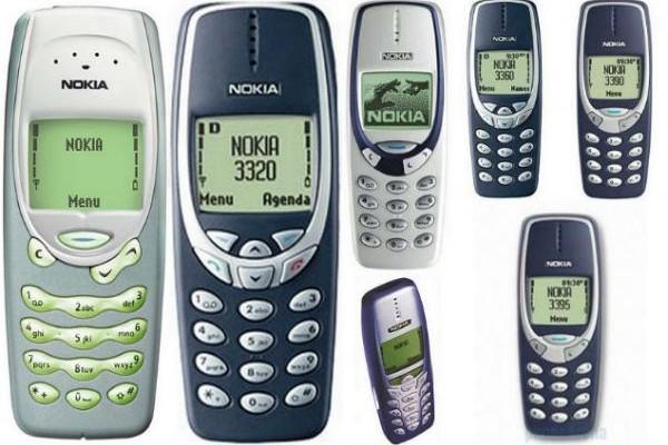 Ξέχνα τα smartphone! Τα παλιά κινητά επιστρέφουν στη μόδα! (PHOTOS)