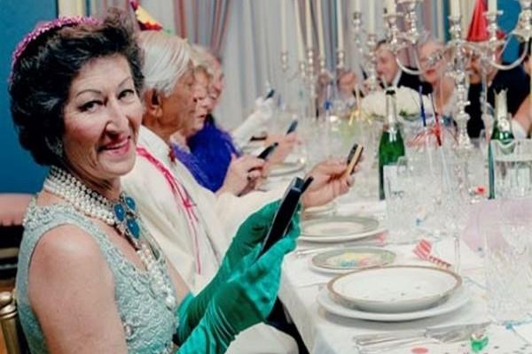 Τσεκάρεις συνεχώς το κινητό σου; Δες από τι πάσχεις!