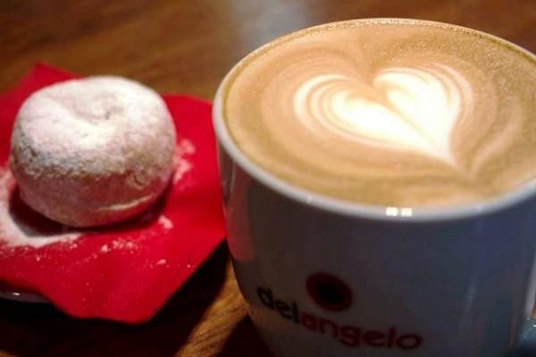 Στο Ελληνικό και το Replay Cafe Bistro για έναν από τους καλύτερους καφέδες στην πόλη!