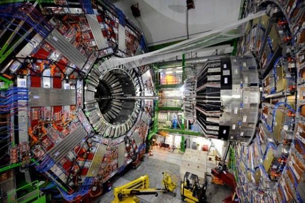 CERN: Ξανά σε λειτουργία ο μεγαλύτερος επιταχυντής ανδρονίων
