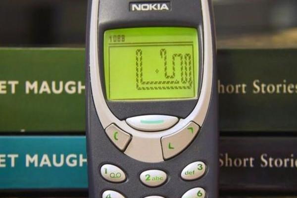 Θυμάστε το φιδάκι στα κινητά NOKIA; Δείτε τι γινόταν αν το τερμάτιζες! (VIDEO)