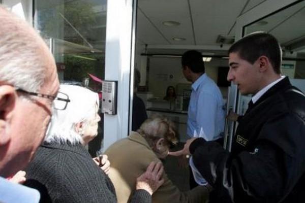 Την ώρα που στην Ελλάδα τα λαμόγια τη γλιτώνουν: Στην Κύπρο ψάχνουν στοιχεία για να βάλουν τους τραπεζίτες φυλακή
