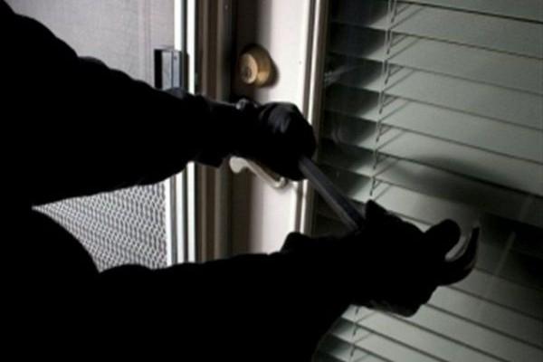 ΣΥΡΟΣ: Ο κλέφτης είχε... περίεργα γούστα - Τί έκλεψε από καφετέρια; (VIDEO)