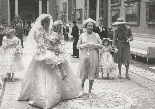 ΝΤΟΚΟΥΜΕΝΤΟ! Φωτογραφίες από τον γάμο της Νταϊάνα και του Κάρολου 34 χρόνια μετά! (PHOTOS)