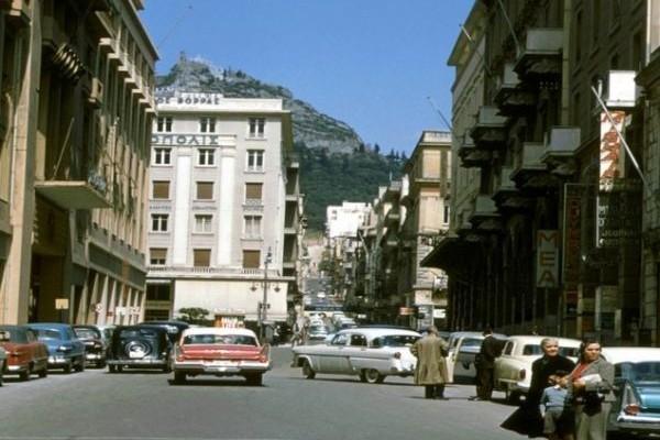 Ποιον ακριβό και διάσημο δρόμο στο κέντρο της Αθήνας έλεγαν παλαιότερα «Χεζοπόταμο»! (PHOTOS)
