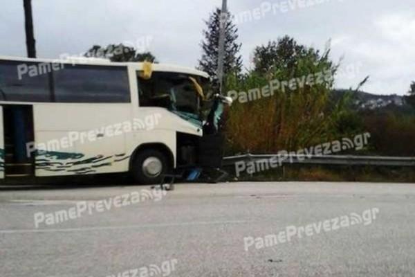 Πρέβεζα: Τροχαίο ανάμεσα σε λεωφορείο του ΚΤΕΛ και νταλίκα! Στο νοσοκομείο τρία άτομα...